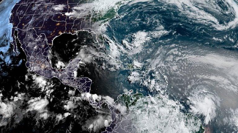 NHC advierte: Elsa recobra fuerza de huracán al acercarse a Florida