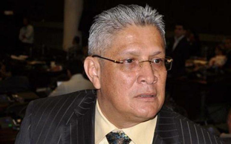 Doctor confirma: Esdras Amado López se encuentra delicado por COVID-19