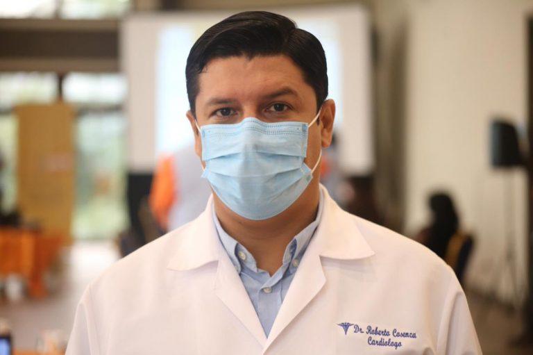 """La vacuna no le pondrá fin a la pandemia"", advierte viceministro Roberto Cosenza"