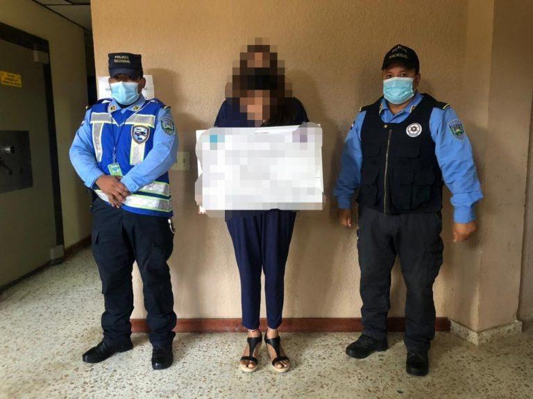 En aeropuerto de Roatán detienen a hondureña con más de 10 mil dólares