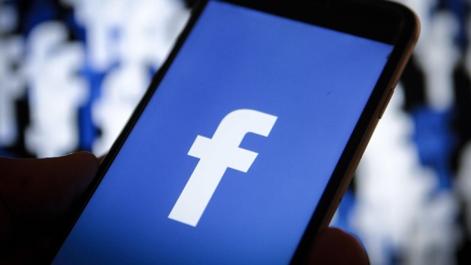 Facebook intenta atraer usuarios