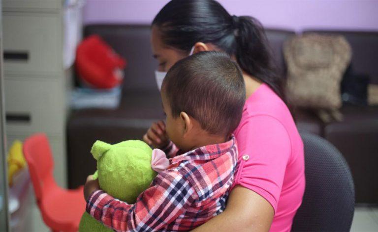 Madre de Wilder, menor abandonado en México, pide ayuda para su esposo