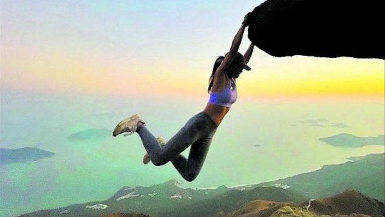 Influencer muere tratando de tomarse foto al borde de un acantilado