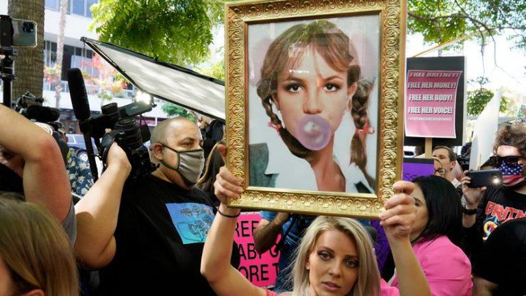 """Nuevo abogado de Britney se mueve """"agresivamente"""" para poner fin a la tutela"""