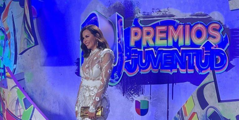 """Radiante: así lució la catracha """"Lipstickfables"""" en la gala de Premios Juventud"""