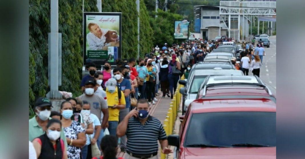 filas Vacunatón en la capital