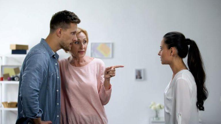 Señales que demuestran que tu suegra probablemente no te quiere