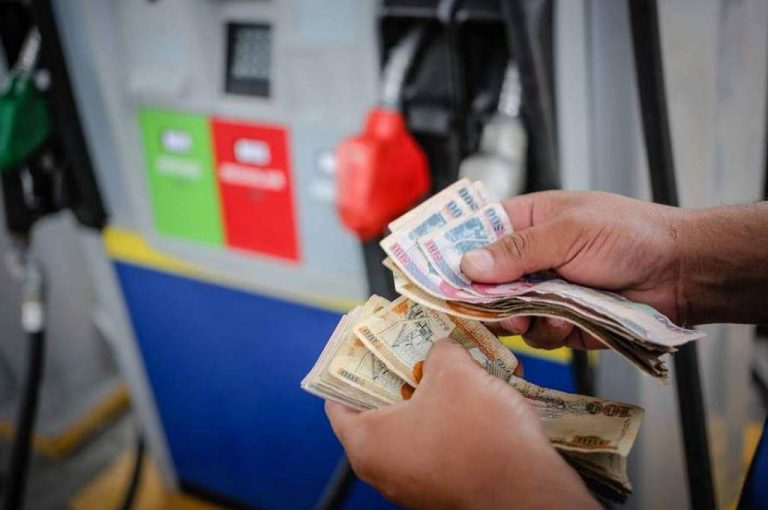 """Otro """"golpe"""": combustibles incrementan nuevamente a partir del lunes"""