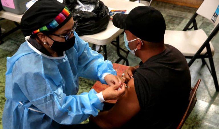 Miércoles: a quiénes y dónde les toca vacunarse hoy en Honduras