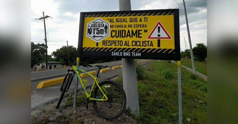 Ciclistas hondureños colocan rótulos en calles exigiendo respeto a su circulación