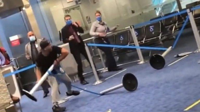 Aeropuerto Miami: joven se niega a usar mascarilla y arma rabieta