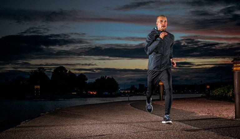 ¿Día ajetreado? Mira los beneficios de salir a correr en la noche
