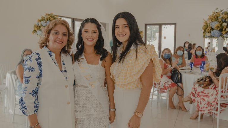 Elegancia y alegría en la despedida de soltera de Daniela Ayala