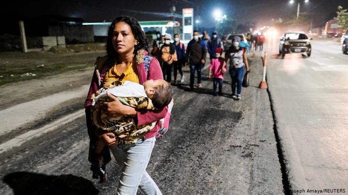 Caravana de inmigrantes avanza en México