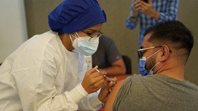 vacunación COVID-19 jueves