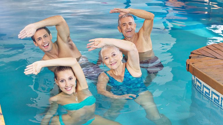 Ejercicios en el agua que te ayudarán a recuperarte de lesiones