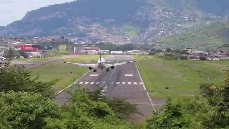 """Empresario: """"Es descabellado"""" cerrar el Aeropuerto Toncontín"""