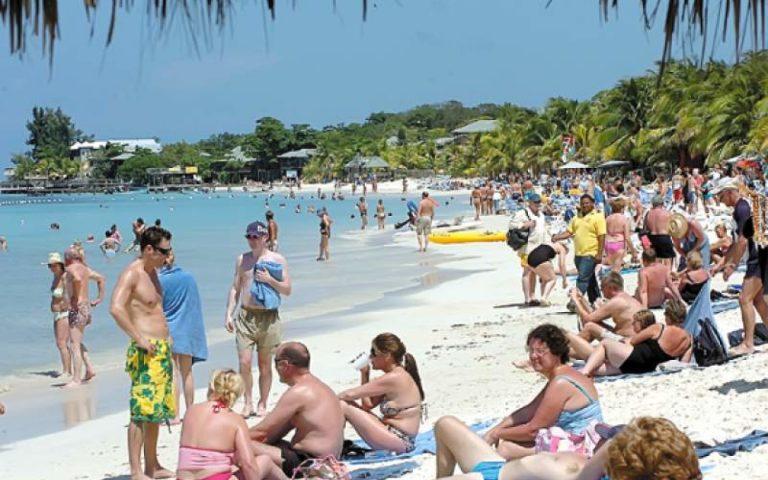 Por el bicentenario, turismo no descarta feriado en septiembre