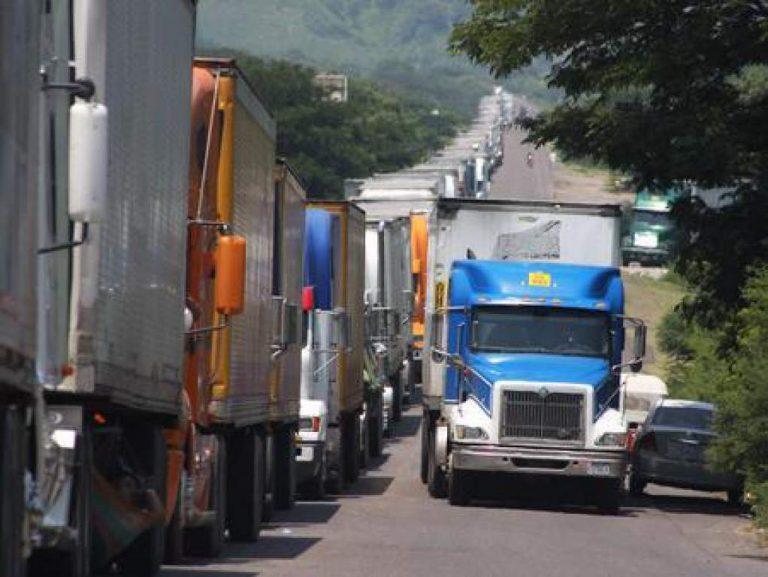 Por incumplimientos, transporte de carga pesada se va a paro