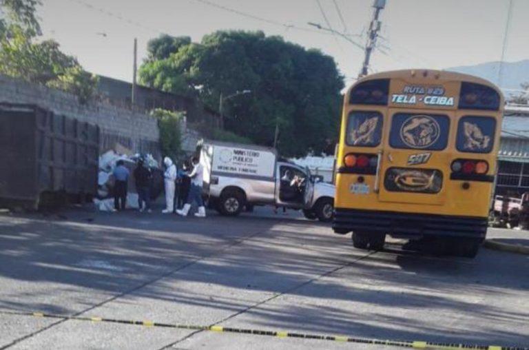 Entre la basura hallan cadáver embolsado en terminal de La Ceiba