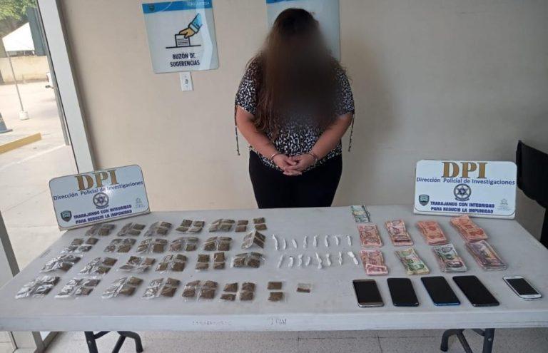 Capturan a mujer en SPS por drogas y dinero en efectivo