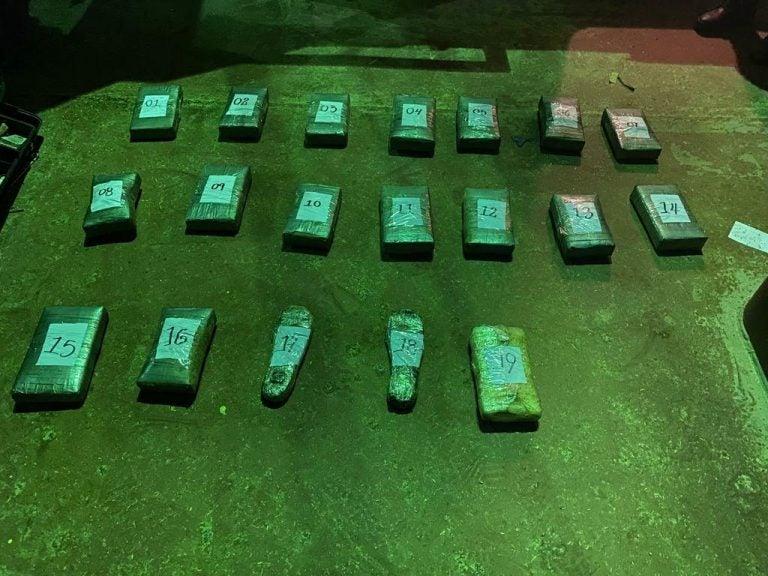 19 paquetes de supuesta droga hallan en un barco en Puerto Cortés