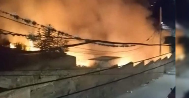 Voraz incendio devora varias tumbas en el Cementerio General