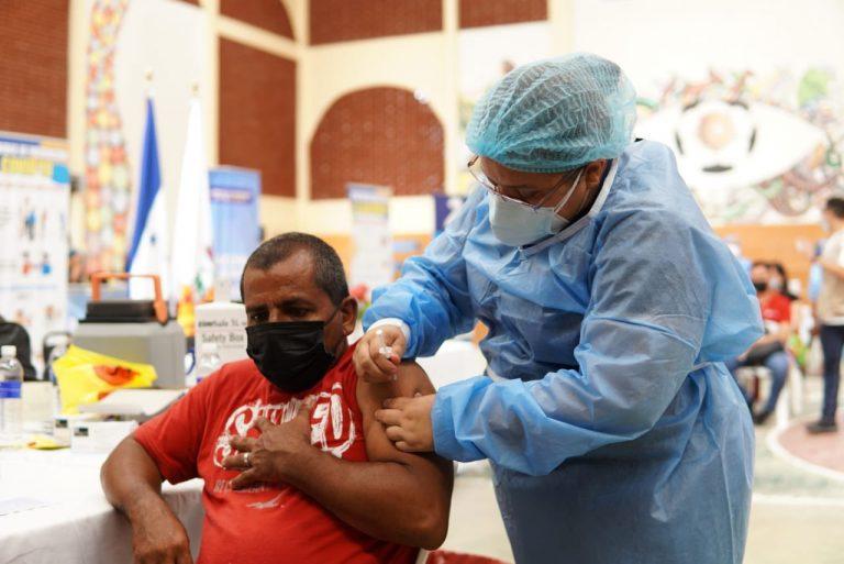 De cada 100 personas, 14 tienen esquema de vacunación completo