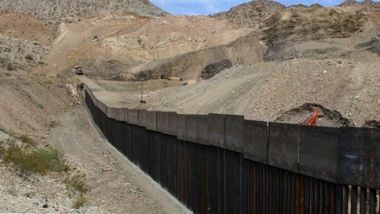 Hondureña muere al caer del muro cuando intentaba ingresar a EEUU