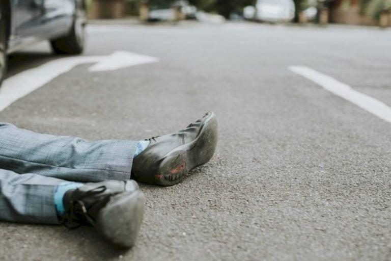 Taxista atropella a indigente en el centro capitalino; está grave