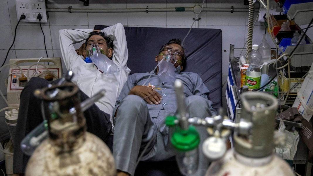Variante Delta contagia a vacunados.
