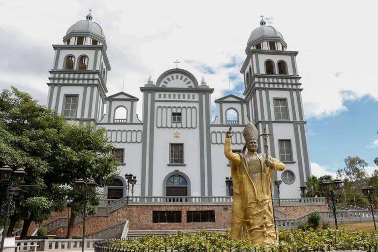 Iglesia Católica llama a vacunarse; basílica es punto autorizado