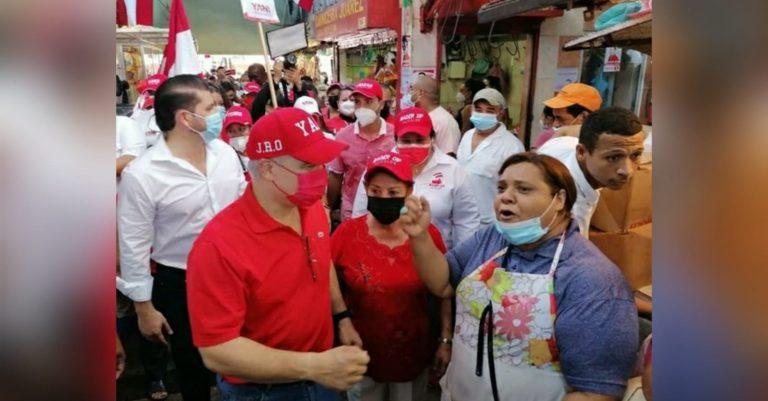 Yani visita Mercado San Isidro y habla con clientes y locatarios