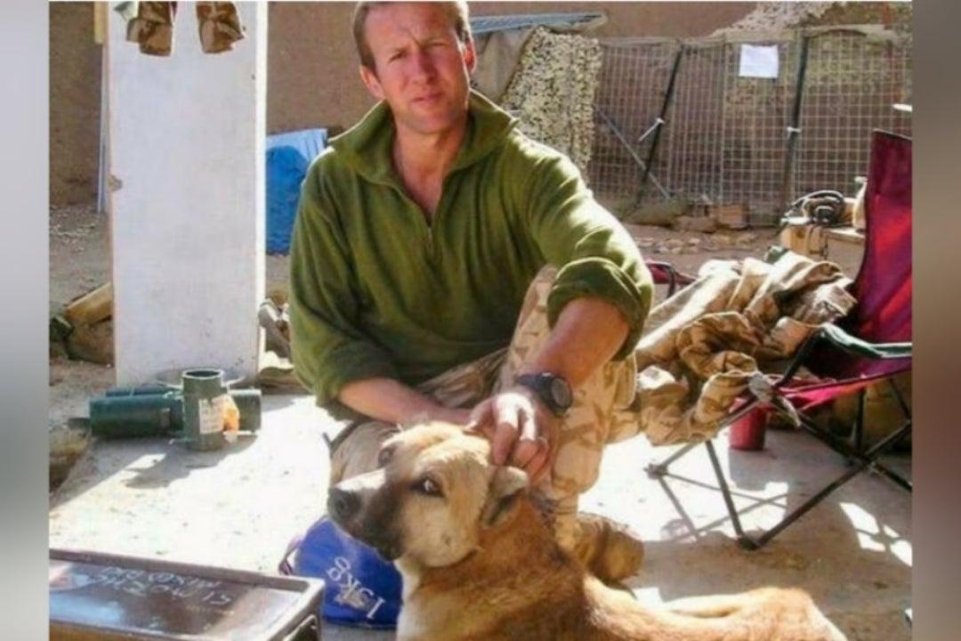 Hombre se niega a abandonar Afganistán sin los perros