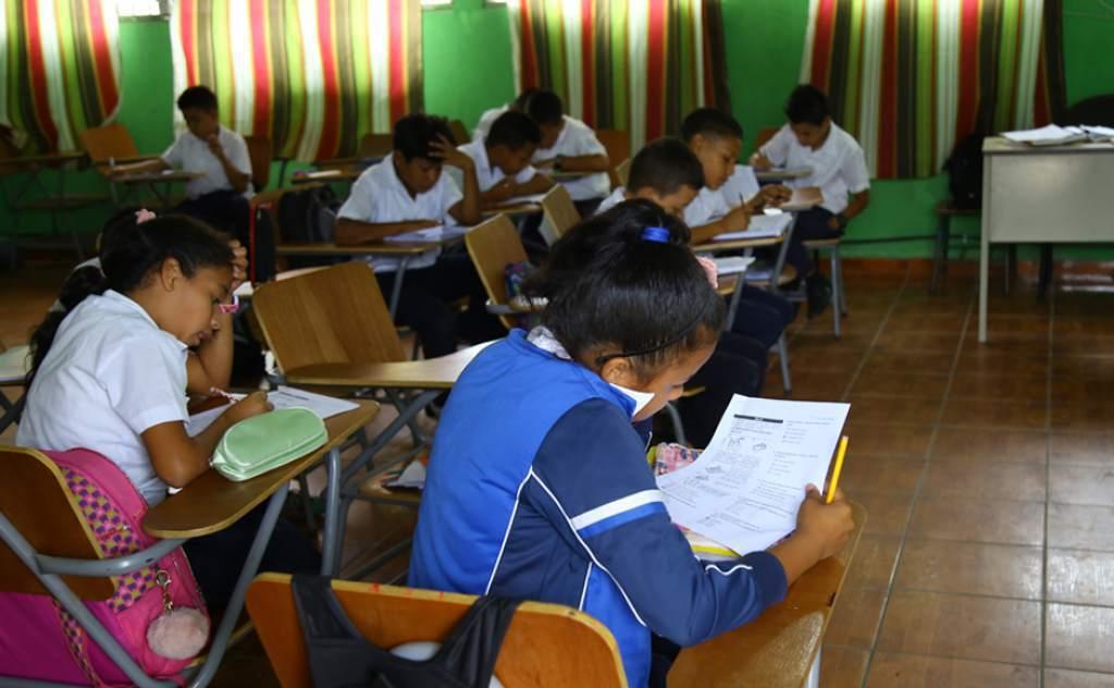 Escuelas planean retorno a clases