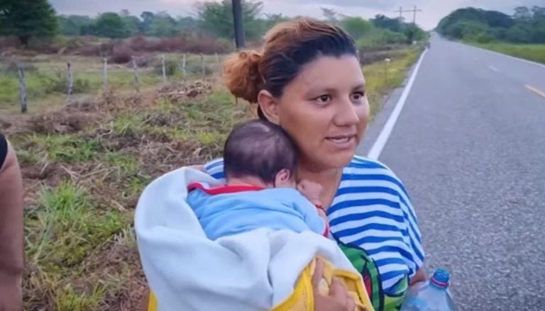Hondureña operada y con su bebé busca llegar a EEUU