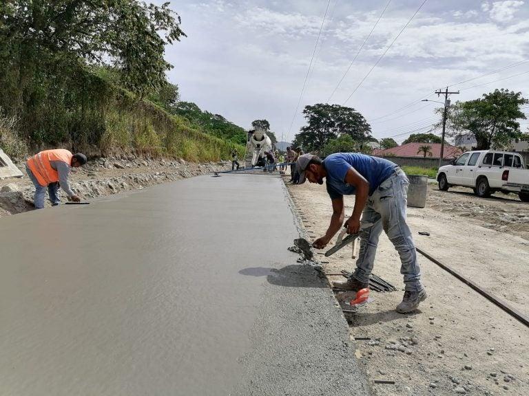 Municipalidad de SPS sigue pavimentación del bulevar Las Torres