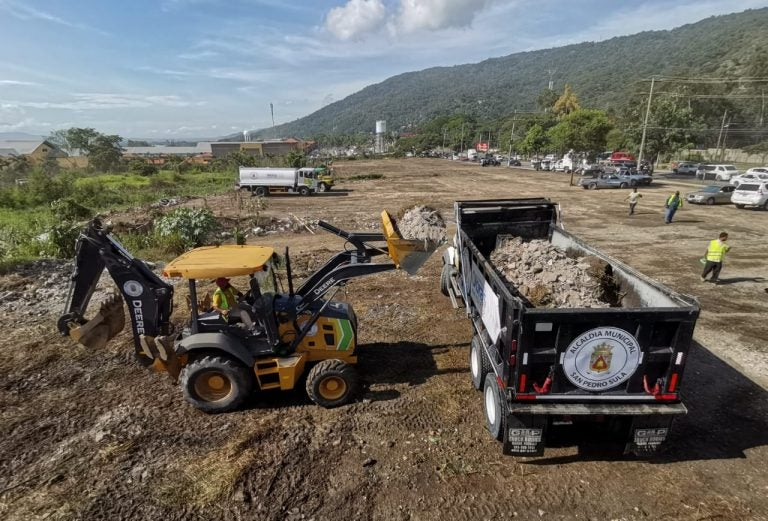 Municipalidad de SPS limpia predio donde se construirá mercado