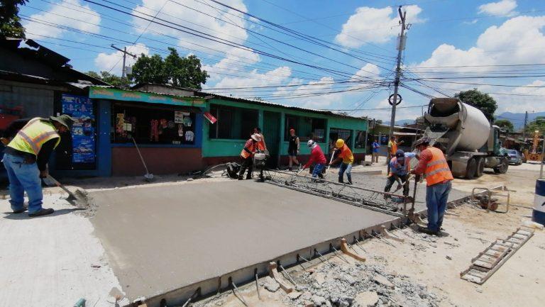 Municipalidad de SPS continúa pavimentación en la 27 calle