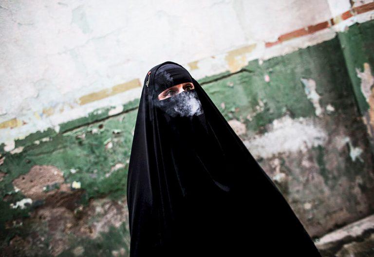 """Pocas mujeres y mucho """"miedo"""" en las calles de Kabul, Afganistán"""