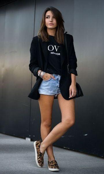 El look con shorts es cómodo, fresco y elegante.