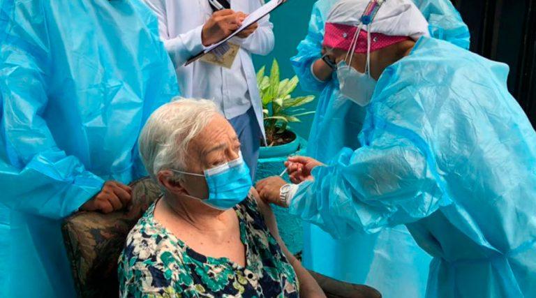 VIERNES: ¿quiénes pueden asistir a vacunarse hoy en SPS y TGU?