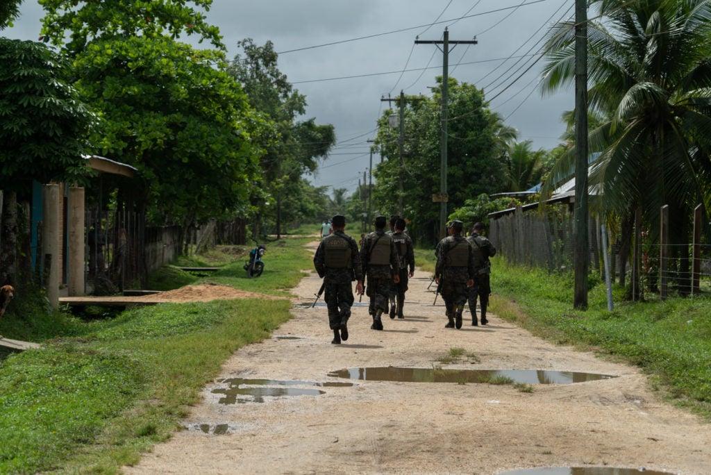 Bajo el argumento de detener a unos tripulantes de una lancha, uniformados dispararon contra el pueblo misquito en Juan Francisco Bulnes, Gracias a Dios.