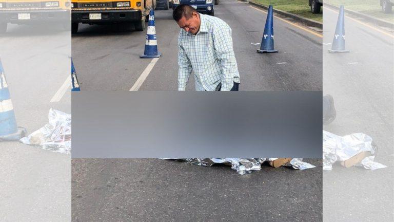 Moto atropella a señora en Villanueva; su hijo llora desconsolado
