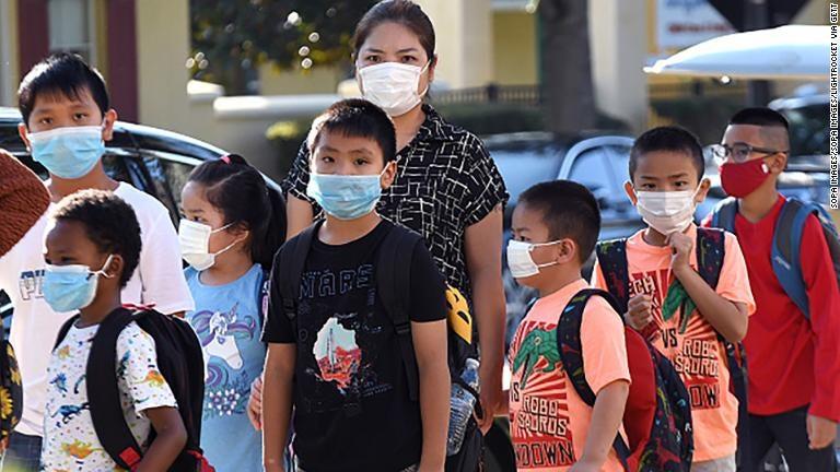 Escuelas en Florida podrán vetar el uso de las mascarillas