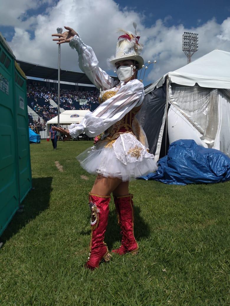 Palillonas engalanan desfiles del 15