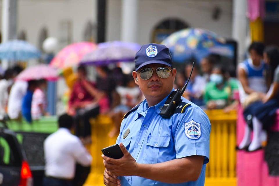 La Policía Nacional y Municipal fue la encargada de la seguridad en el desfile.