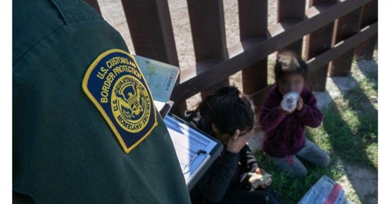 México se volvió más estricto con las familias que viajan con menores.