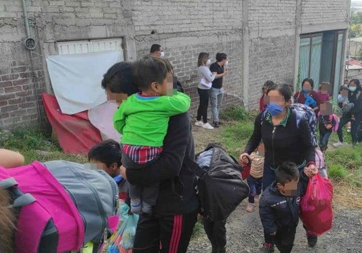 Los migrantes pedían ayuda a gritos.