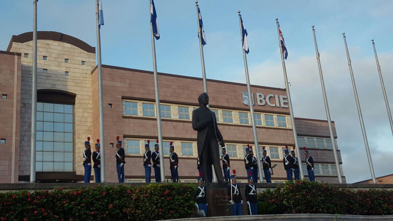 Frente al Banco Centroamericano de Integración Económica (BCIE) comenzará el evento.